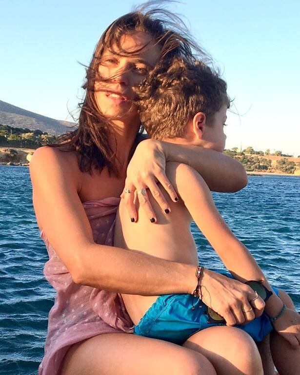 Αντιγόνη Δρακουλάκη: Με τον γιο της στο Ηρώδειο – Τι φόρεσε ο μικρός