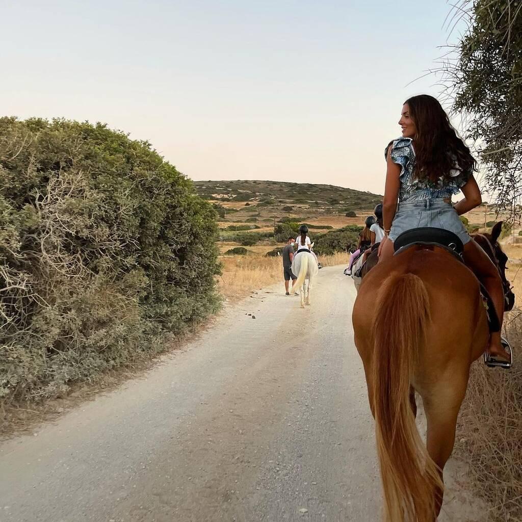 Σταματίνα Τσιμτσιλή: Όλες οι φωτογραφίες με τις κόρες της από τις διακοπές