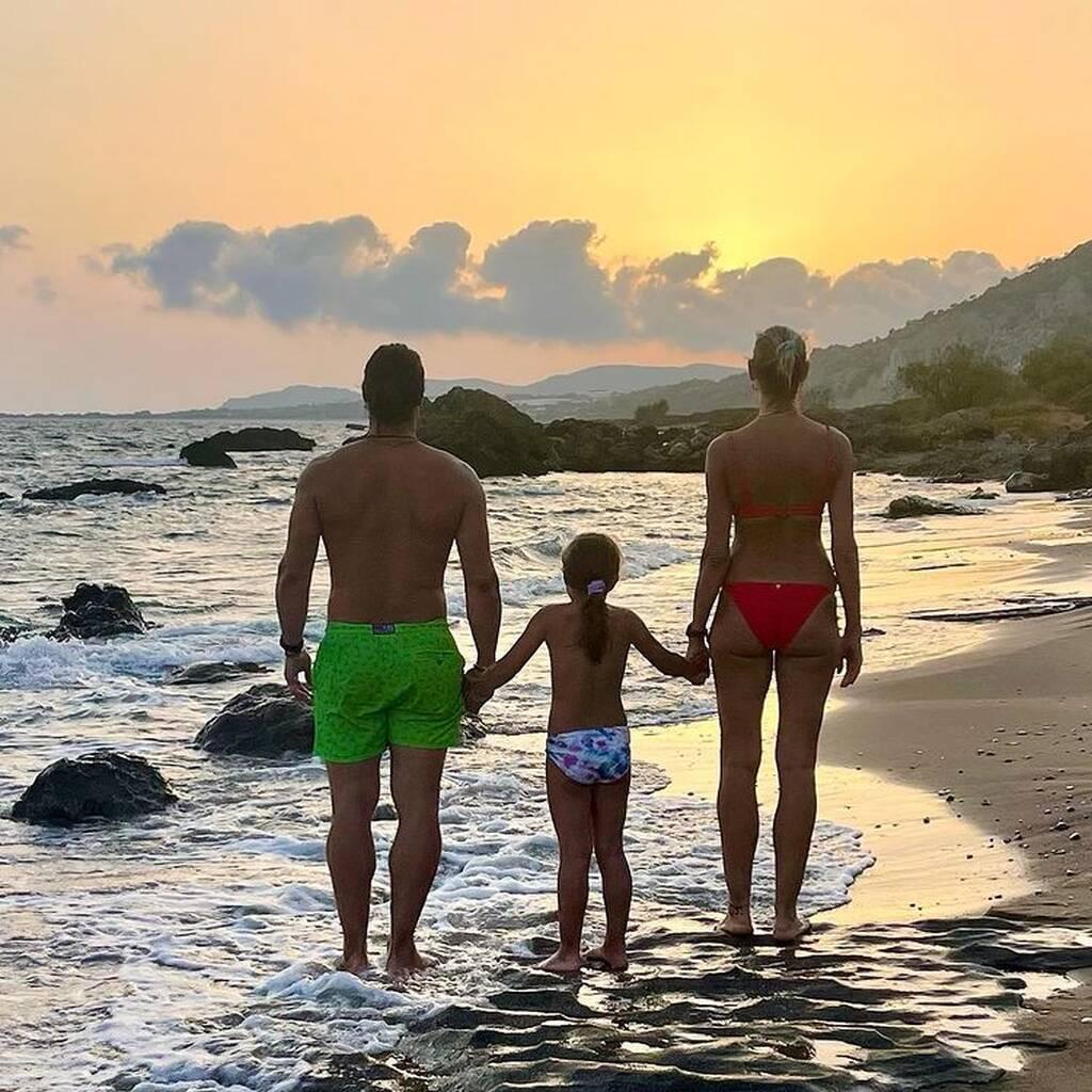 Ζέτα Δούκα: Κάθε χρόνο φωτογραφίζεται με την οικογένειά της στο ίδιο μέρος