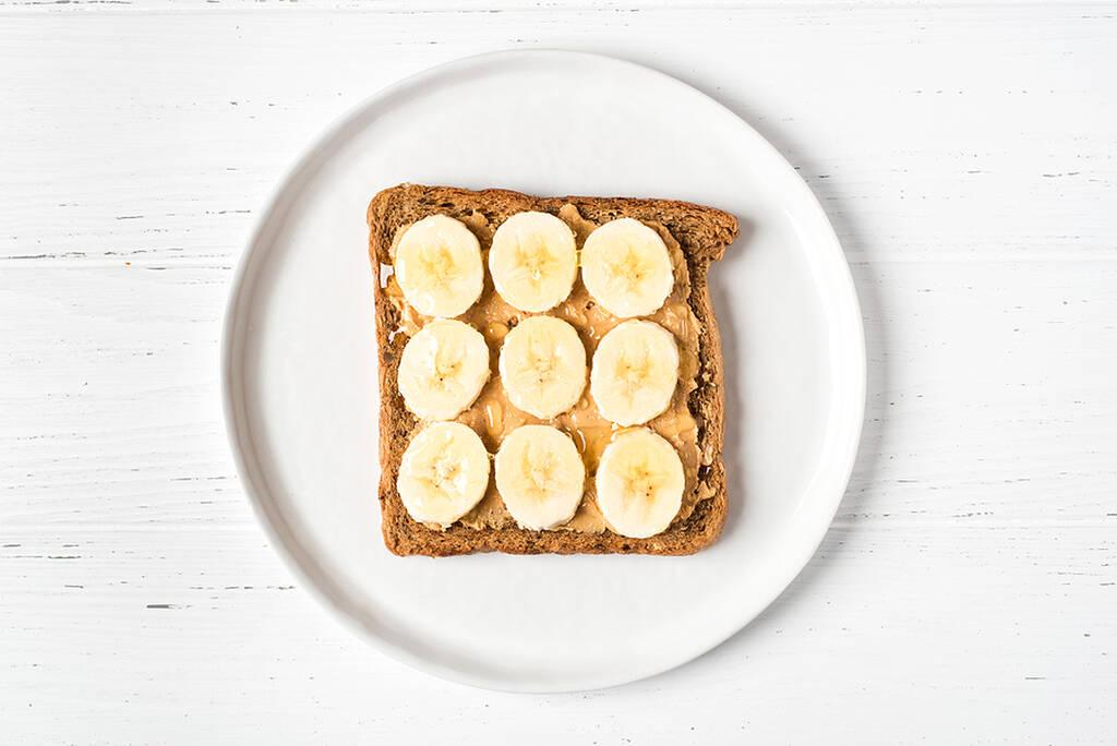 Ψωμί με φυστικοβούτυρο και μπανάνα