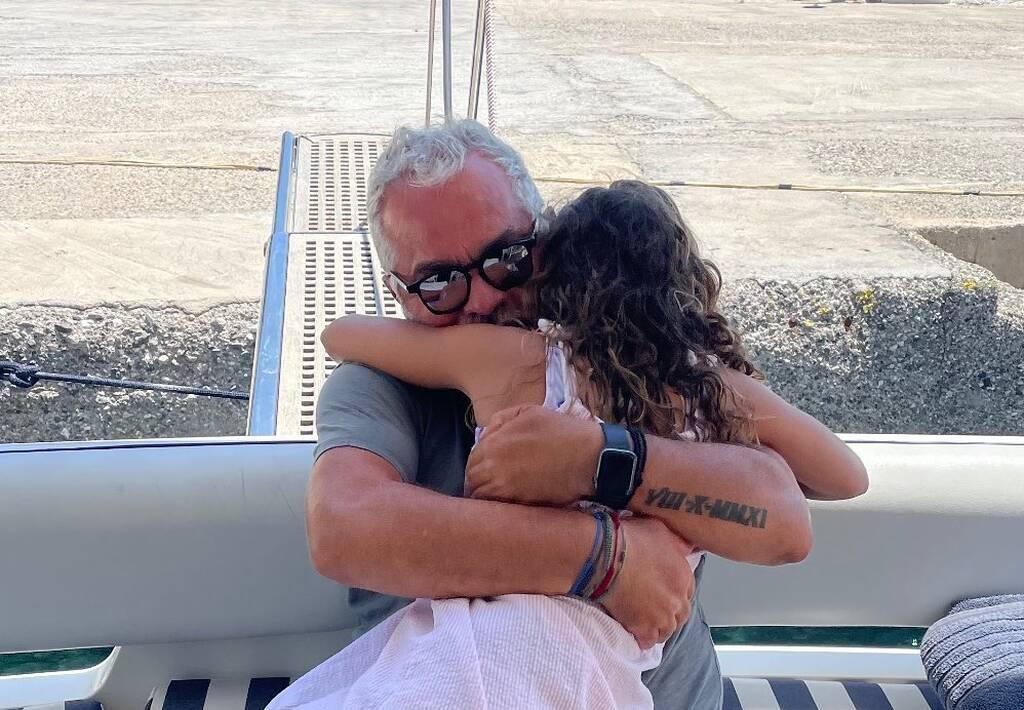 Γιώργος Λύρας: Τον έφτασε στο ύψος η κόρη του - Δείτε φώτο