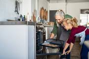 Δώστε προσοχή στην προθέρμανση - Η σωστή προθέρμανση του φούρνου είναι πολύ σημαντική και μπορεί να κάνει τη διαφορά στο ψήσιμο του φαγητού και ειδικά σε ό,τι έχει να κάνει με ζύμη.
