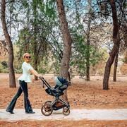 Νάντια Μπουλέ: Απογευματινή βόλτα με την κόρη της (εικόνες)