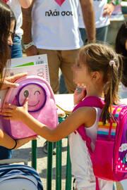 Χαμόγελα και 35.000 σχολικά προϊόντα παρέδωσε η ομάδα «πλάι σου» της Πλαίσιο Computers στους μαθητές