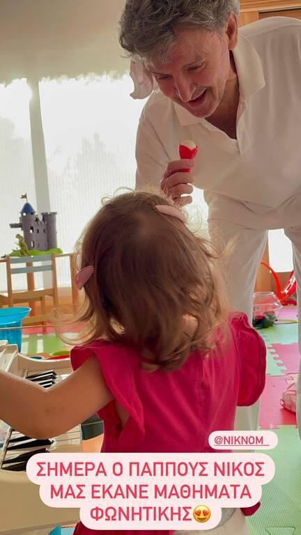 Δούκισσα Νομικού: Ο μπαμπάς της παίζει με τα εγγόνια του - Υπέροχες φώτο
