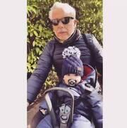 Χριστόπουλος - Μπραντ: Με το Χριστοπουλάκι τους για ποδηλατάδα