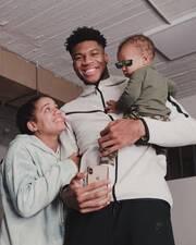 Γιάννης Αντετοκούνμπο: Η νέα υπέροχη φωτογραφία με τους γιους του