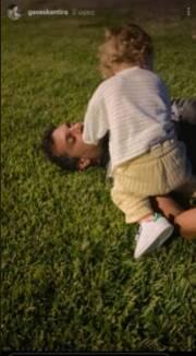 Γιώργος Χρανιώτης: Παιχνίδια με τον γιο του στο γρασίδι