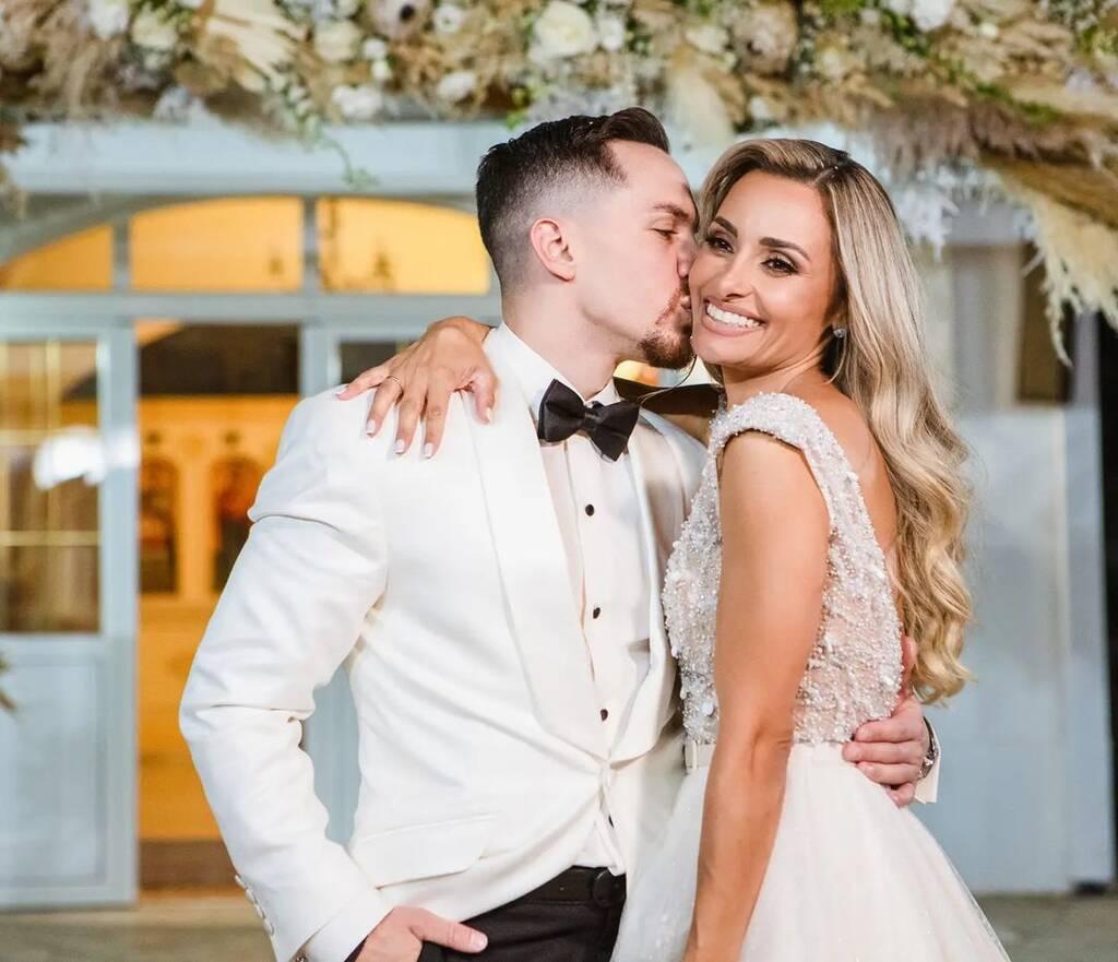 Λευτέρης Πετρούνιας: Η νέα αδημοσίευτη φώτο από το γάμο αγκαλιά με την κόρη του
