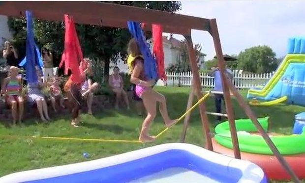 Αυτό είναι theme party! Παιδικό Wipe Out! (βίντεο)