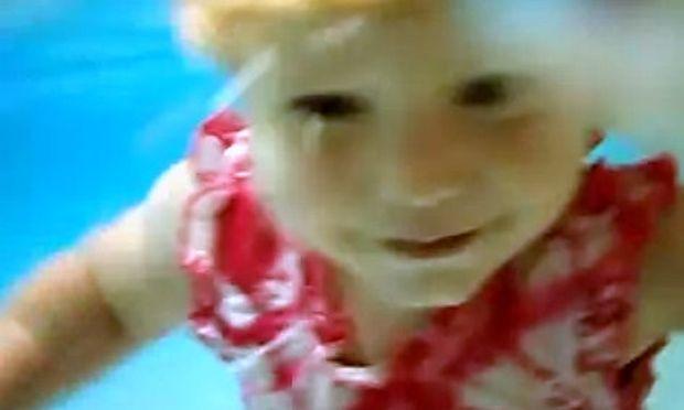 Βίντεο: Κολύμπι κάτω από το νερό για 17 μηνών κοριτσάκι!