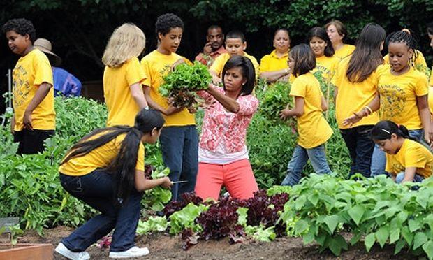 Η Michelle Obama δίνει συμβουλές στις μαμάδες