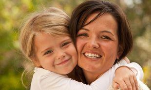 Εγώ, η μαμά και οι άλλοι: Πόσο καλό είναι να είναι προσκολλημένο το παιδί στη μητέρα του;
