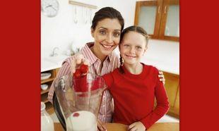 Φτιάξτε με τα παιδιά σας θρεπτικό milk shake φράουλα!