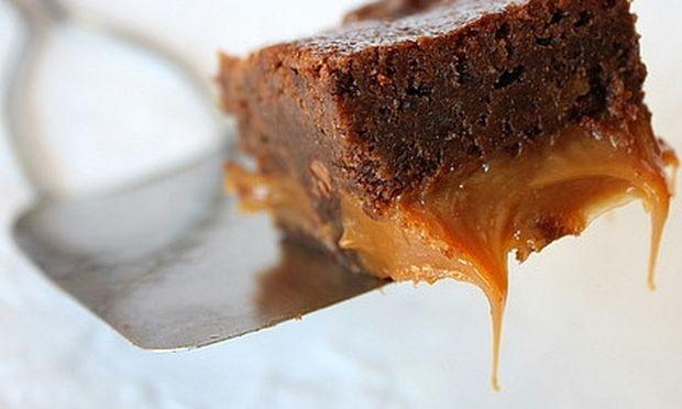 Brownies με καραμέλες και σοκολάτα