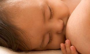 Έρευνα: Πώς ο θηλασμός σώζει τα μωρά από διάρροια και πνευμονία!