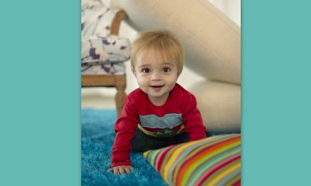 Διασκεδάστε το μωρό σας ακόμη και στον καναπέ