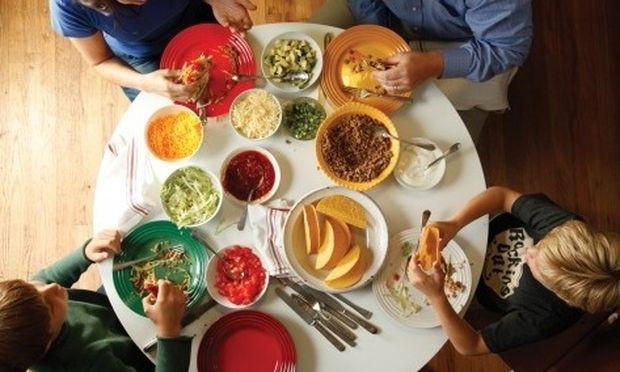 Μάθετε στο παιδί σας να τρώει νέα φαγητά