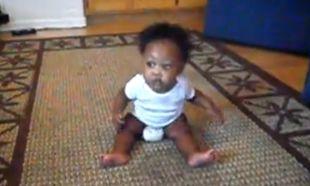 Βίντεο: Είναι μόλις τεσσάρων μηνών και χορεύει!