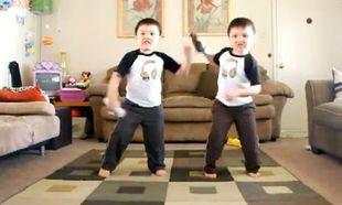 Βίντεο: Η απίθανη χορογραφία των διδύμων