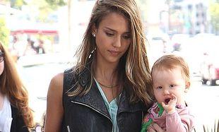 Jessica Alba: Περνώντας τη μέρα με τις κόρες της