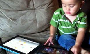 Βίντεο: Ο πιτσιρικάς που έχει κάνει... παιχνιδάκι τα tablets!