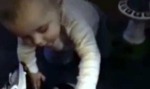 Απίστευτο! Δείτε από τι τρομάζει αυτό το μωρό!
