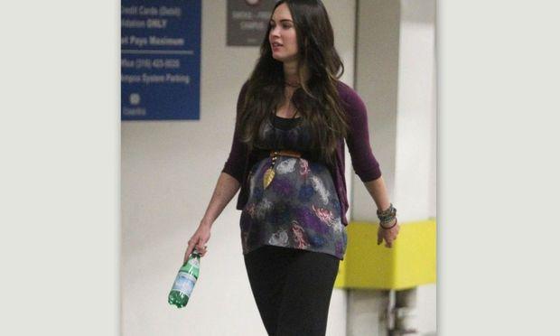 Η Megan Fox μας δείχνει την κοιλίτσα της!