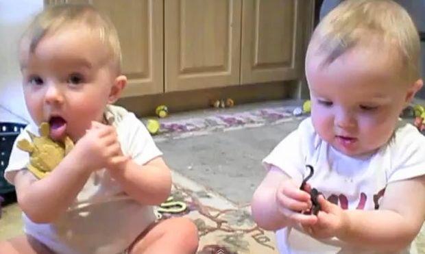 Βίντεο: Όταν τα μωρά μιμούνται τον μπαμπά!