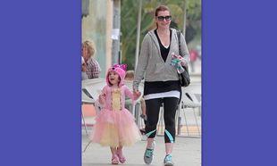 Η κόρη της Alyson Hannigan πάει για frozen yogurt με την tutu της