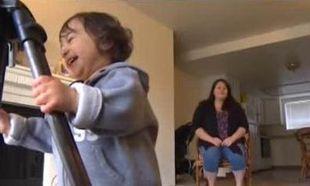 Απίστευτο: Την πέταξαν έξω από λεωφορείο γιατί μύριζε η πάνα του μωρού της!