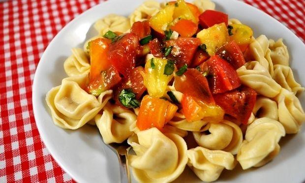 Τορτελίνια με σάλτσα φρέσκιας τομάτας!