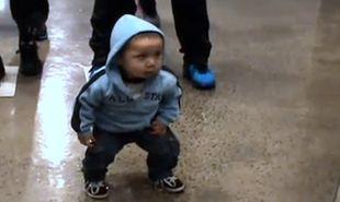 Βίντεο: Ακούει hip hop και… χορεύει περίεργα!