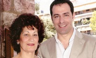 Ο Στέλιος Καλαθάς γράφει στη μητέρα του: « Όσο υπάρχεις φοβάμαι λιγότερο»