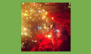 Η κόρη της Tiffani Thiessen στολίζει το δέντρο