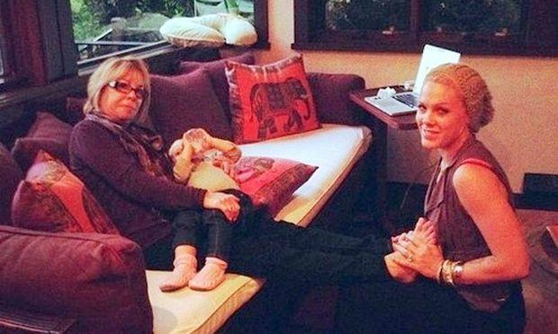 Τρεις γενιές γυναικών στην οικογένεια της Pink!