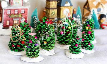 Φτιάξτε Χριστουγεννιάτικα πανέμορφα δεντράκια από… κουκουνάρια!