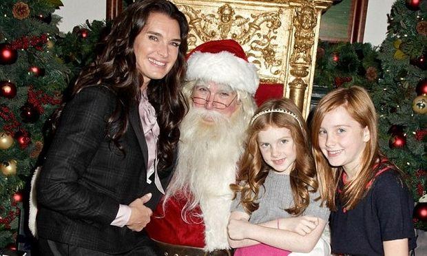 Brooke Shields: Στον Άγιο Βασίλη με τις κόρες της