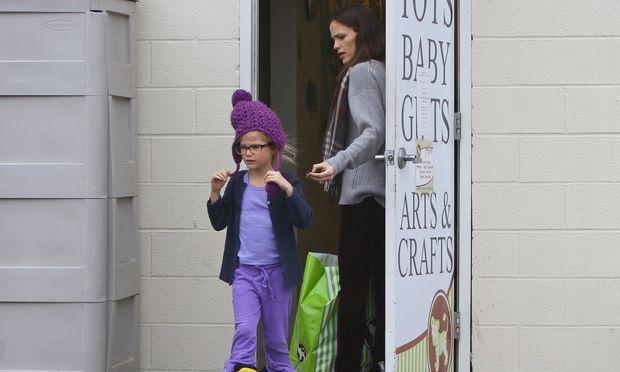 Jennifer Garner – Ben Affleck: Χριστουγεννιάτικα ψώνια με τις κόρες τους