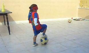 Βίντεο: Ένας τρίχρονος άσσος του ποδοσφαίρου!