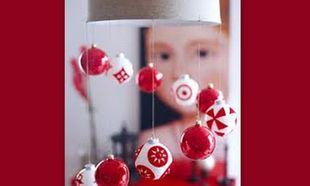 Στολίστε το φωτιστικό σας με Χριστουγεννιάτικες μπάλες!