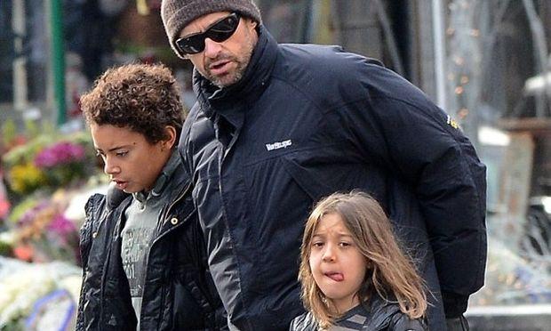 Hugh Jackman: Αγοράζοντας δέντρο με τα παιδιά του