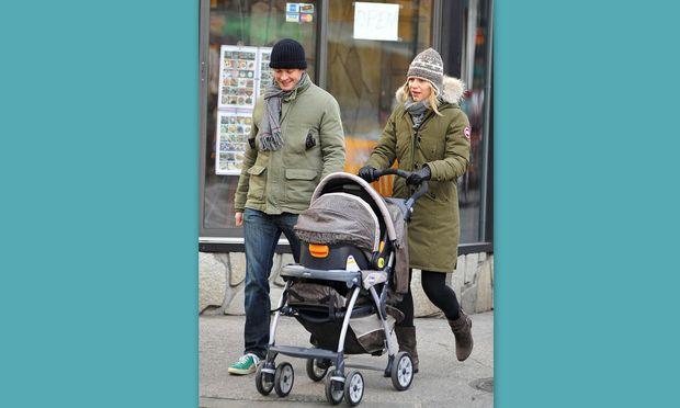 Η Claire Danes με το γιο της στην πρώτη του εμφάνιση