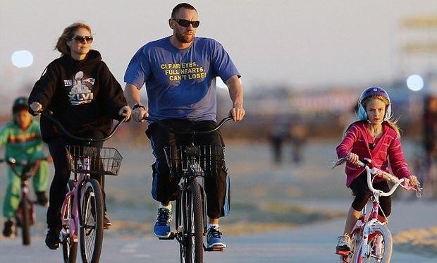 Heidi Clum: Χριστουγεννιάτικη ποδηλατάδα με τα παιδιά της!
