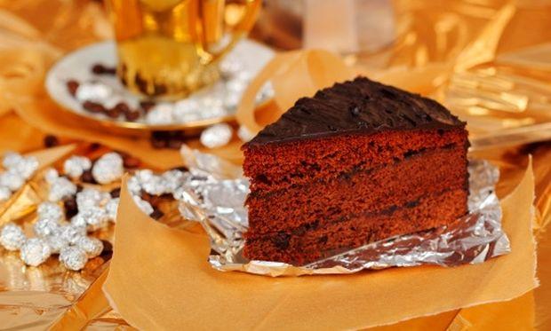 Φανταστική σοκολατένια τούρτα με πουράκια!
