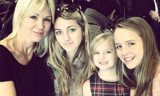 Jennie Garth: Φωτογραφίζεται με τις κόρες της για τις γιορτές