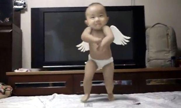 Το μωρό που χορεύει Gangnam Style!