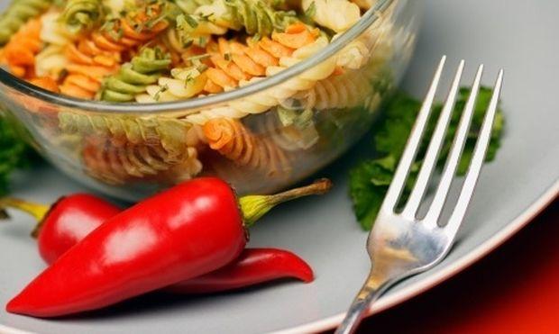 Χρωματιστά ζυμαρικά με ελιές και λαχανικά!