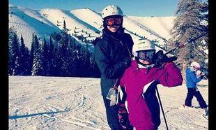 Christy Turlinghton: Για σκι με τα παιδιά της με άψογο styling