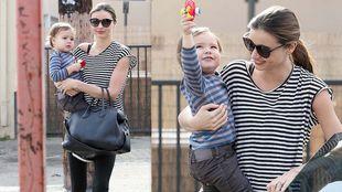 Miranda Kerr: Ασορτί στα ριγέ με τον γιο της!